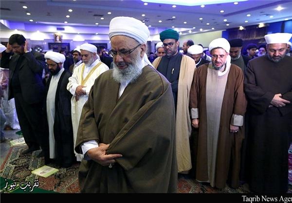 آیا شیعه و سنی در کنفرانس وحدت جداگانه نماز خواندند؟+تصاویر