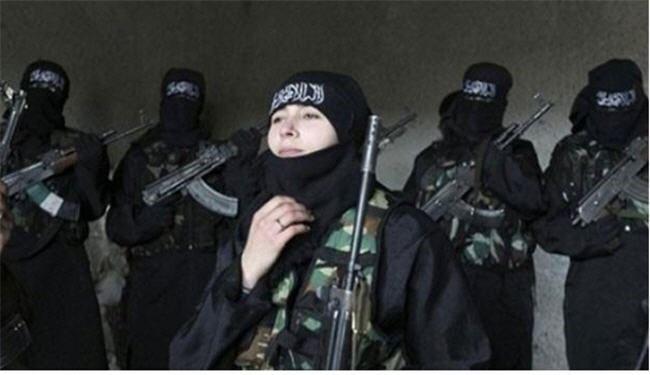 فرار تروریست زن انگلیسی از دست داعش +عکس