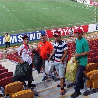 حرکت قابل تحسین هواداران ایرانی در استرالیا + عکسچند هوادار تیم ملی فوتبال ایران پس از بازی با امارات زباله های سکوهای ورزشگاه را جمع کردند.