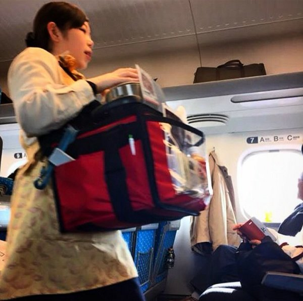 دستفروشان در مترو در ژاپن