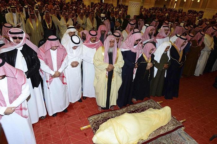 عکس/ چه کسی بر جنازه ملک عبدالله نماز خواند