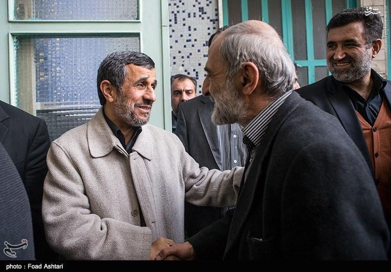 Afbeeldingsresultaat voor عکسی از خامنه ای ، احمدی نژاد و حسین شریعتمداری