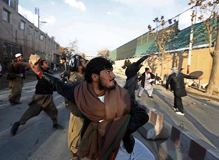 عکس/ حمله مردم کابل به سفارت آمریکا