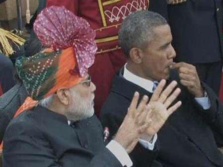 آدامس جویدن اوباما در رژه ارتش هند +عکس