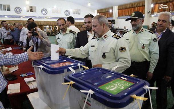 941765 451 اسماعیل احمدیمقدم؛ از طلبهگی در مدرسه حقانی تا فرماندهی نیروی انتظامی