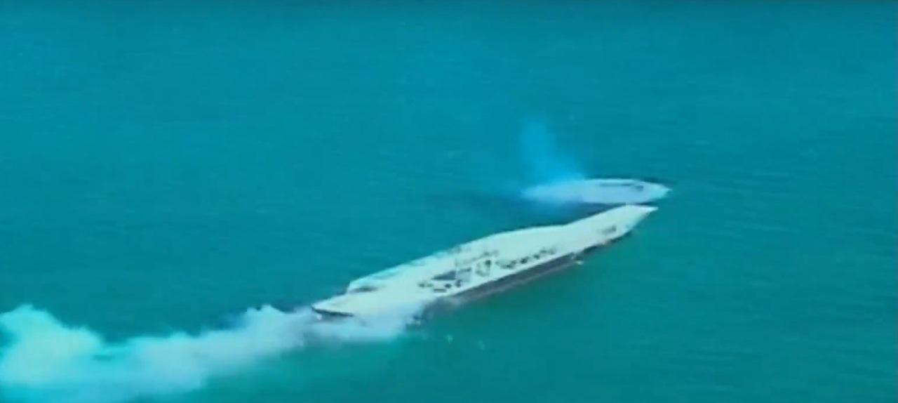 ماکت ناو آمریکایی با دو موشک بالستیک منهدم شد / پهپادهای هدف توسط 100 فروند شناور نیروی دریایی منهدم شد / فدوی:مین هایی داریم که آمریکایی ها تصور هم نمی کنند