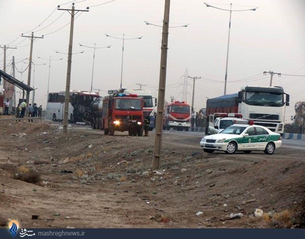 تصادف دیروز اصفهان تصادف اتوبوس با تانکر سوخت تصاویر - جی نوزده