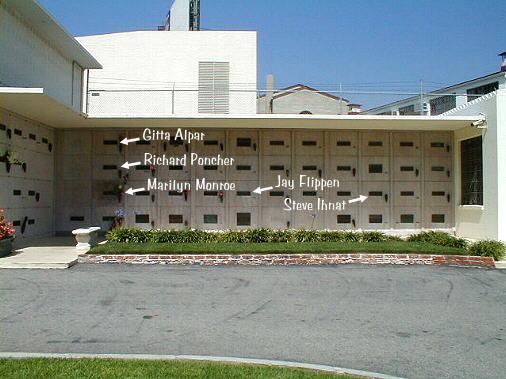 بازی با غیرت دینی یا چه کسی روی قبر مریلین مونرو خوابید؟