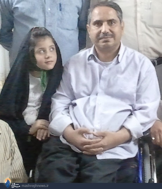 عکس/ نگاه معنادار دختر به پدر
