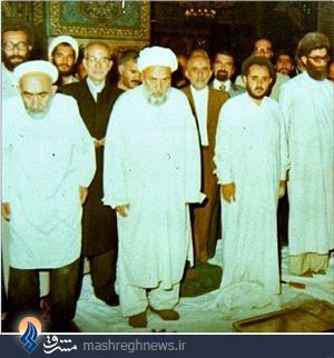 عکس دیده نشده از رهبر انقلاب در حرم امام رضا(ع)
