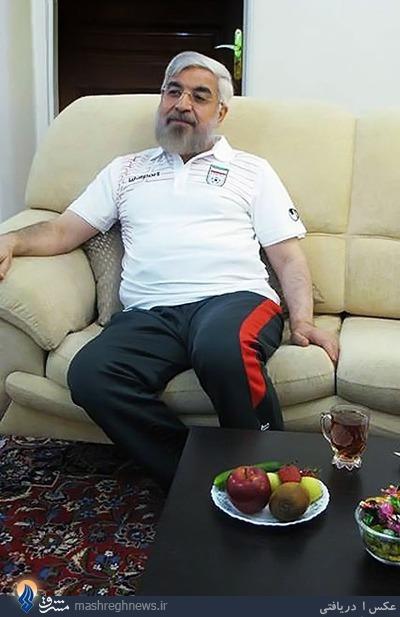 عکس/ روحانی با لباس ورزشی در حال تماشای دیدار ایران و نیجریه