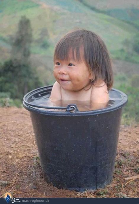 عکس/ لذت یک سطل آب