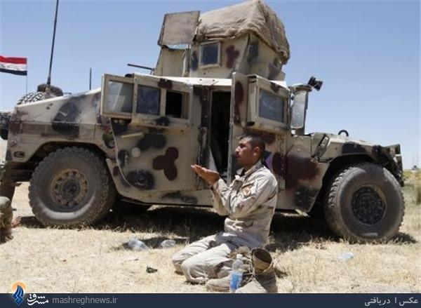 عکس/ راز و نیاز مجاهد عراقی