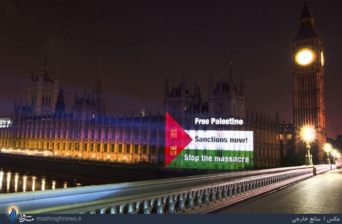 انداختن تصویر پرچم فلسطین بروی یک ساختمان در لندن به وسیله ویدئوپروجکشن