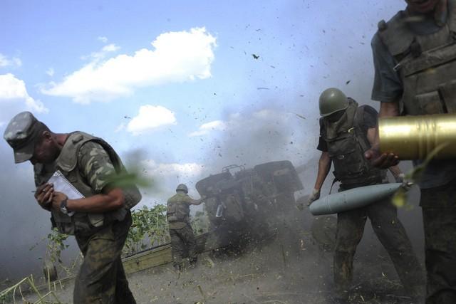 عکس/ گرد و خاک توپخانه اوکراین