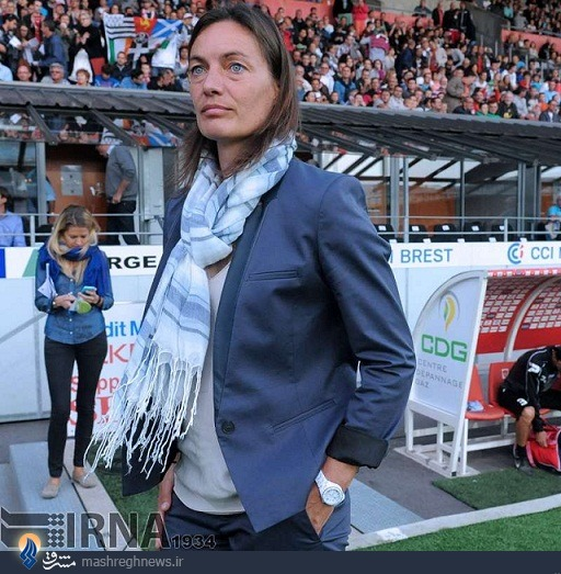 عکس/ اولین سرمربی زن فوتبال مردان