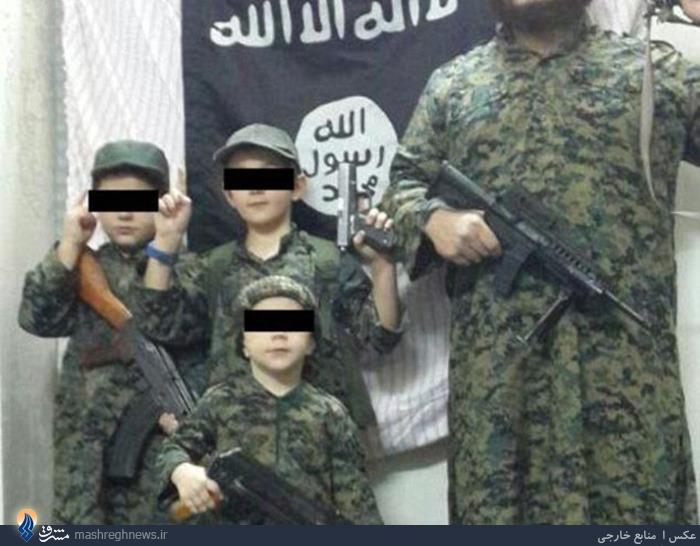 عکس/حمل سرهای بریده توسط کودک داعشی