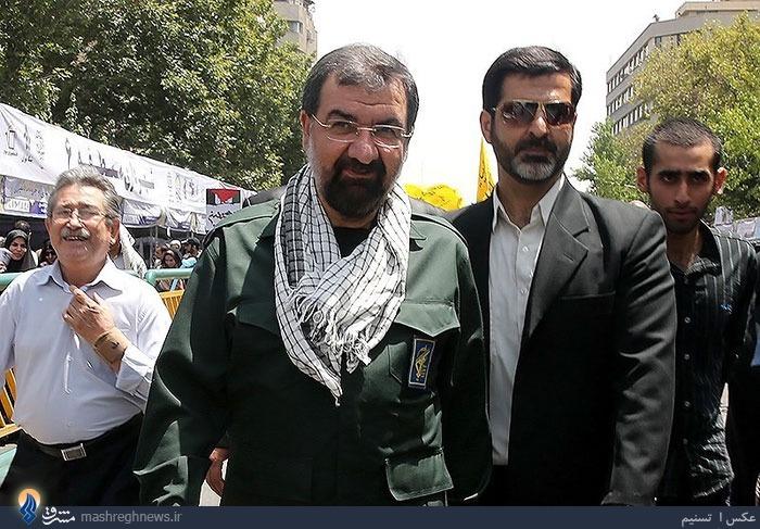 عکس/ محسن رضایی با لباس سپاه در راهپیمایی