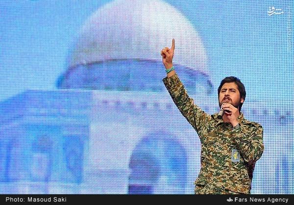 عکس/اجرای زنده حامدزمانی با لباس بسیج