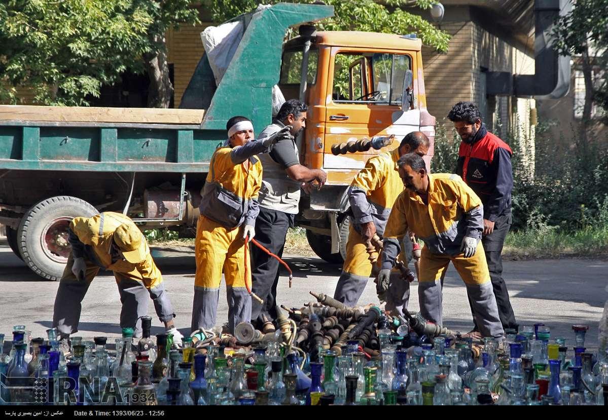عکس/ حمله شهرداری به قلیانها