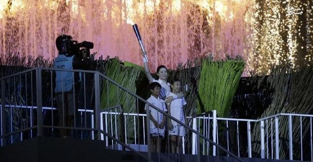 عکس/ یانگوم مشعل بازیها را روشن کرد