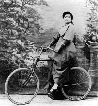 عکس/دوچرخه سواری زن قجری