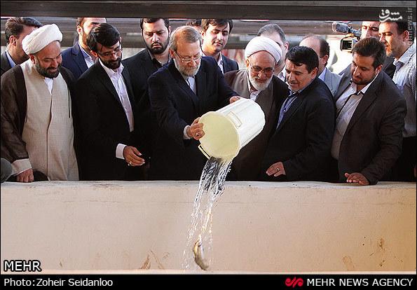 عکس/ سطل آبی که علی لاریجانی ریخت