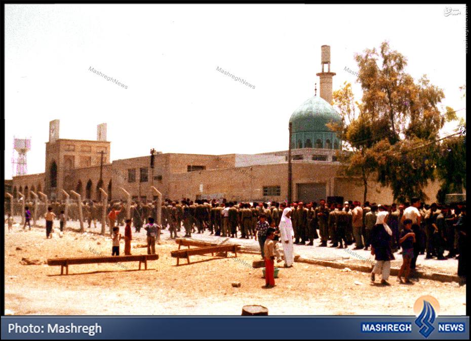عکس/ صف طویل پاسداران برای ورود به «زینبیه»