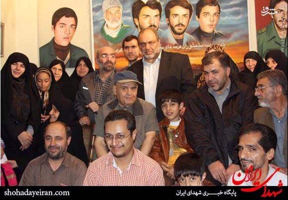 عکس/اکبر عبدی در خانه سه شهید