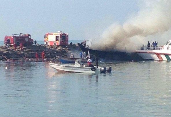 سه شناور تجاری در بندرگناوه سوختند+عکس
