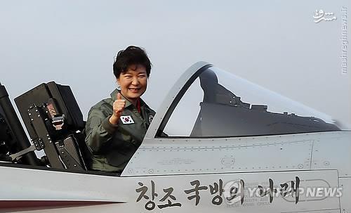 عکس/ خانم رییس جمهور در کابین جنگنده