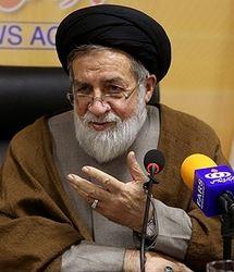 نمی گذارم بنیاد شهید سیاسی شود/ روحانی طالب دیدار با خانواده شهدا و جانبازان است