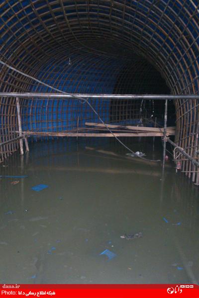 آب زاینده رود بالا آمد؛ مترو زیر آب رفت