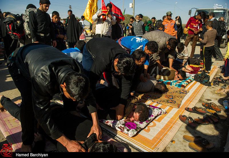 عکس/ ماساژ صلواتی زائرین حسینی