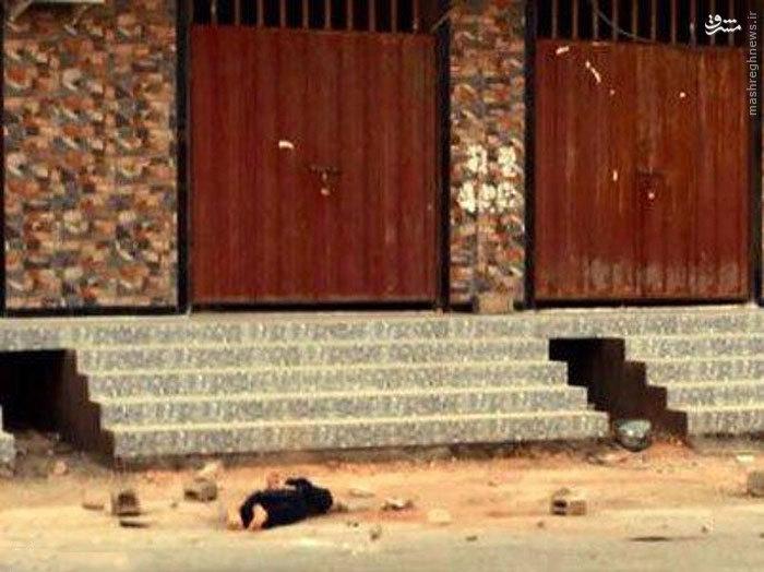 عکس/ سنگسار یک داعشی به جرم لواط گری