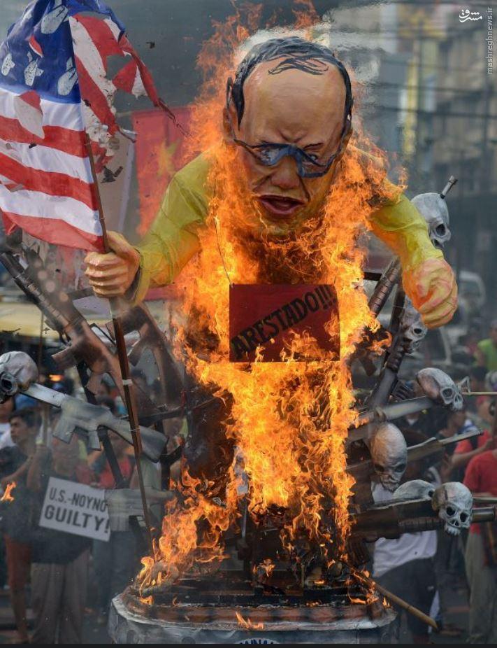 عکس/ آتشزدن مجسمه رئیسجمهور طرفدار آمریکا