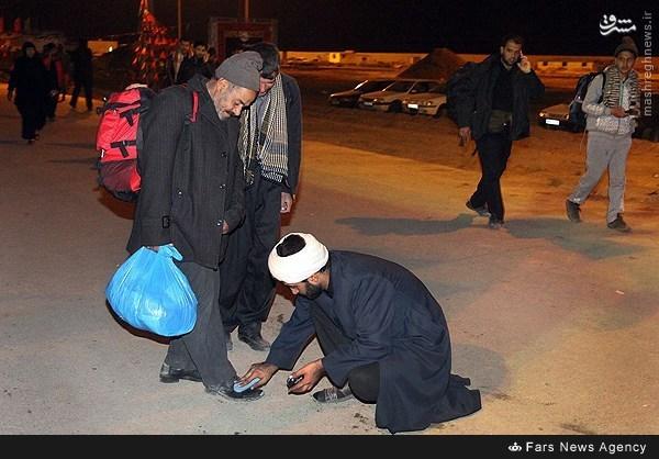 عکس/ استقبال جالب روحانی از زائران حسینی