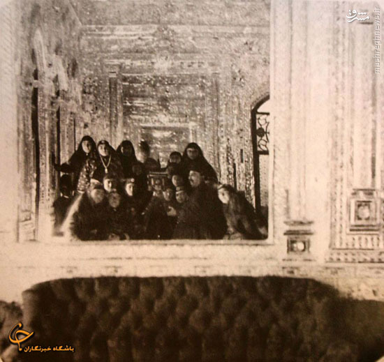 عکس/ سلفی ناصرالدین شاه با همسرانش