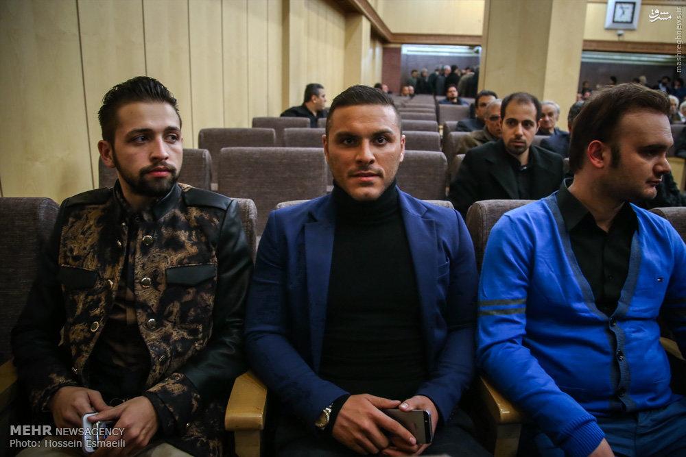 عکس/خواننده زیرزمینی در مجلس ختم مرحوم ارجمند