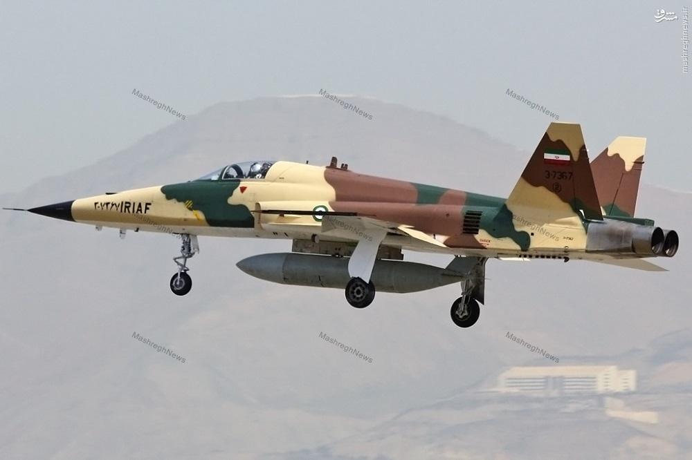 عکس/ رنگ آمیزی جدید و زیبای جنگنده صاعقه