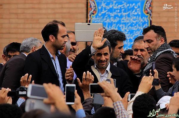 عکس/احمدی نژاد در کاروان راهیان نور