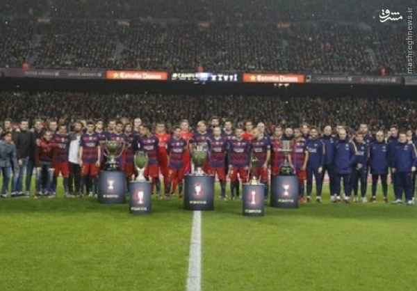 عکس یادگاری بارساییها با 5 جام قهرمانی 2015