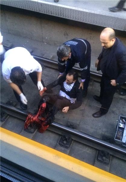 خودکشی مرد 50 ساله در متروی صادقیه+عکس