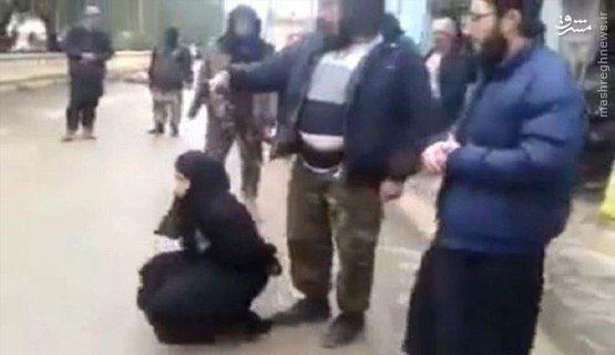 عکس/ جوان داعشی مادرش را در ملأعام اعدام کرد