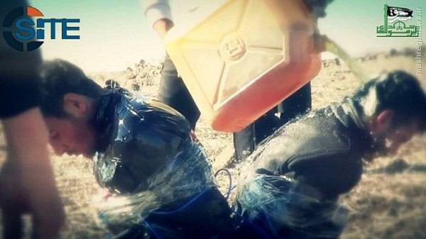 آتش زدن اعضای النصره توسط داعش در جنوب سوریه+تصاویر