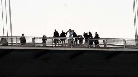 اردوغان جوانی را از خودکشی منصرف کرد+ عکس