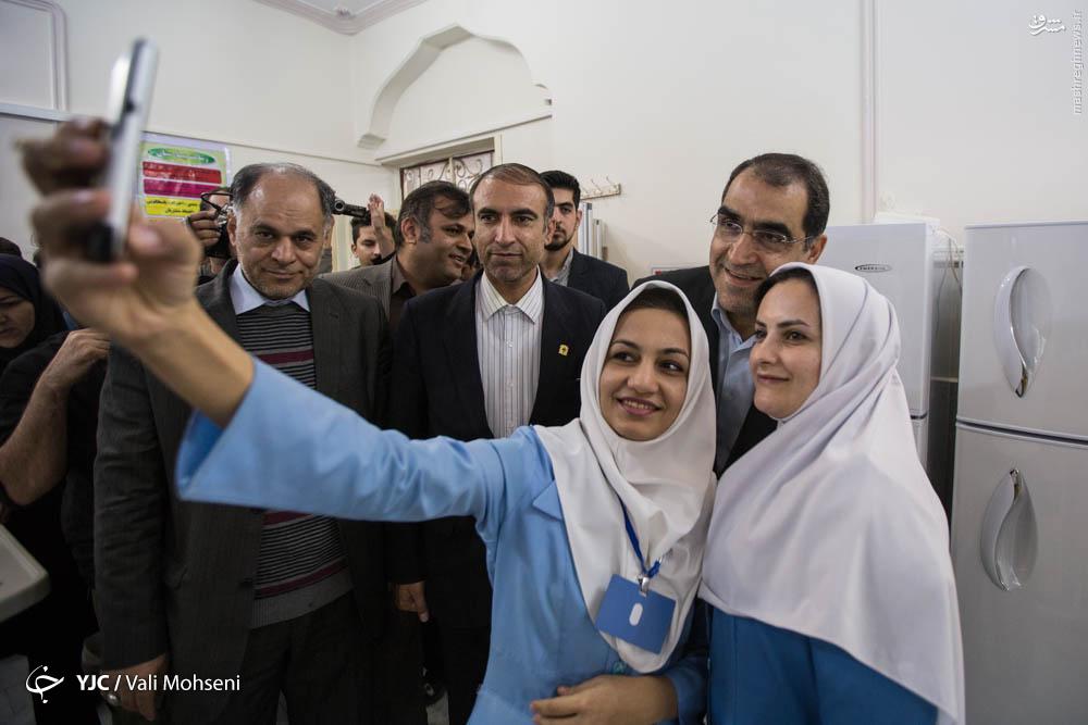 عکس/ سلفی دو پرستار با وزیر بهداشت