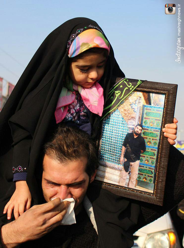 عکس/ دختر سه ساله شهید مدافع حرم در تشییع پدر