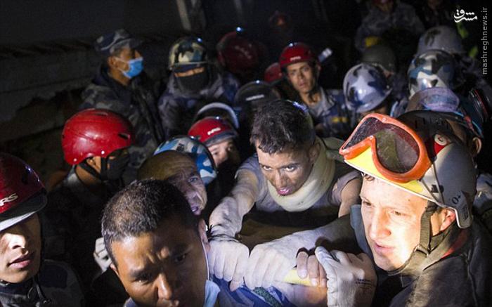 نجات از زیر آوار پس از ۷۲ساعت +تصاویر