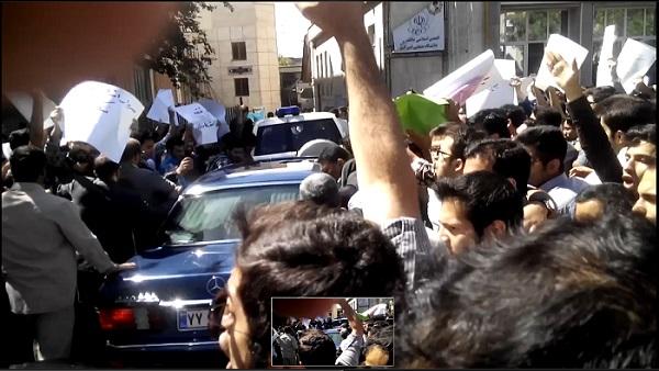 خودروی هاشمی در میان دانشجویان معترض امیرکبیر